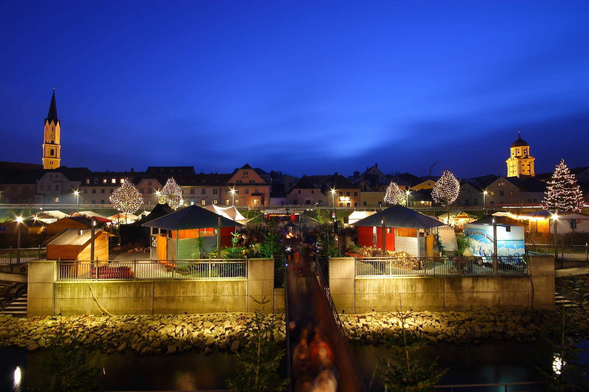 Schwimmender Weihnachtsmarkt.Veranstaltungen Passau Donau In Flammen Feste Vilshofen Bayern